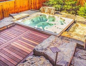 Canmore Sunken hot tub